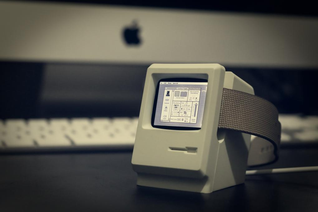 Apple Watch Macintosh Stand
