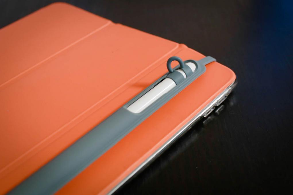 iPad 本体かケース・カバーに装着する小型ケース